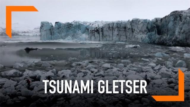 Bongkahan gletser di Islandia runtuh dan membuat tsunami kecil di lautan. Beberapa warga di sekitar lokasi pun panik dan melarikan diri.