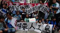 Aksi protes warga Hong Kong menentang pembangunan pulau reklamasi yang mengancam lingkungan (AFP)
