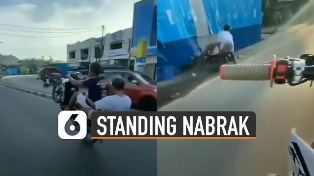 Aksi remaja lakukan standing motor namun tidak sesuai ekspektasi terjadi pada dua remaja ini.