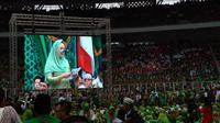 Ketua Panitia Zannuba Ariffah Chafsoh Rahman Wahid atau akrab disapa Yenny Wahid menyampaikan sambutan Harlah ke-73 Muslimat Nahdlatul Ulama (NU)  di GBK, Jakarta. (Liputan6.com/Putu Merta Surya Putra)