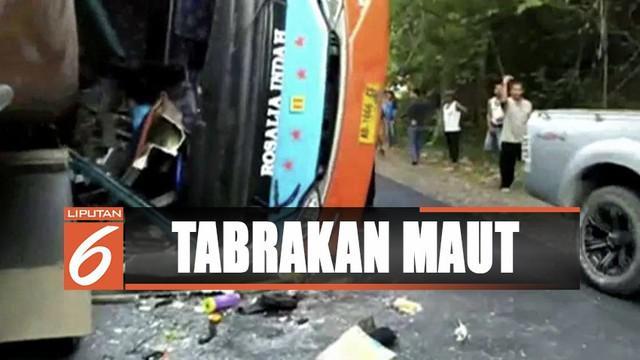 Selain mengakibatkan korban jiwa dan luka, kedua kendaraan rusak parah.