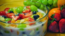 Menu minuman segar lain yang pasti ada saat momen Lebaran adalah es buah. Berbagai jenis buah yang dipotong dadu dengan siraman sirup akan menyegarkan Anda di hari yang fitri. (Istimewa)