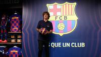 Antoine Griezmann saat di toko resmi Barcelona (Lluis Gene/AFP)