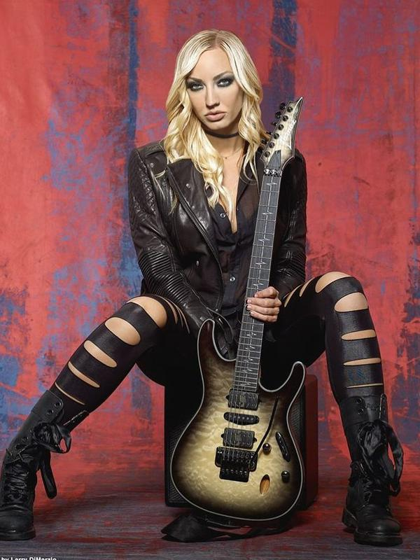 Varsha Strauss ternyata adik dari gitaris The Iron Maidens, Nita Strauss. (Instagram/hurricanenita)#source%3Dgooglier%2Ecom#https%3A%2F%2Fgooglier%2Ecom%2Fpage%2F%2F10000