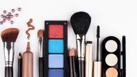 Ilustrasi alat makeup. (via: ivolgann.com)
