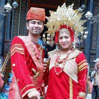 Raffi Ahmad dan Nagita Slavina seperti pengantin baru (Instagram/raffinagita1717)