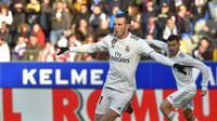 Striker Real Madrid, Gareth Bale, merayakan gol ke gawang Huesca pada laga La Liga di Stadion El Alcoraz, Huesca, Minggu (9/12/2018). (AFP/Ander Gillenea)