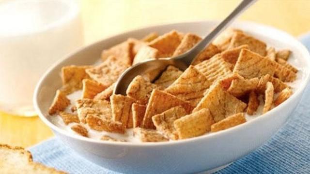 Salah satu menu yang bisa dikonsumsi saat sahur dengan waktu terbatas adalah yang mengandung cukup banyak serat, seperti misalnya susu sereal.