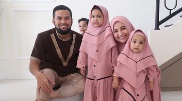 6 Potret Kedua Putri Shireen Sungkar saat Pakai Hijab, Menggemaskan