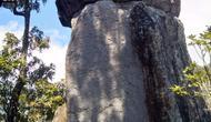 Batu Bertingkat menjadi salah satu destinasi unggulan desa Wisata Linggaratu, Kecamatan Karangpawitan, Garut, Jawa Barat (Liputan6.com/Jayadi Supriyadin)