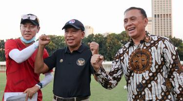 Manajer pelatih Timnas Indonesia, Shin Tae-yong, bersama Menpora Zainudin Amali dan Ketua PSSI, Mochamad Iriawan.