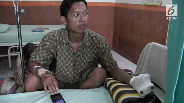 Wartono, seorang warga Sragen, Jawa Tengah harus rela tiga jarinya diamputasi akibat bermain petasan.