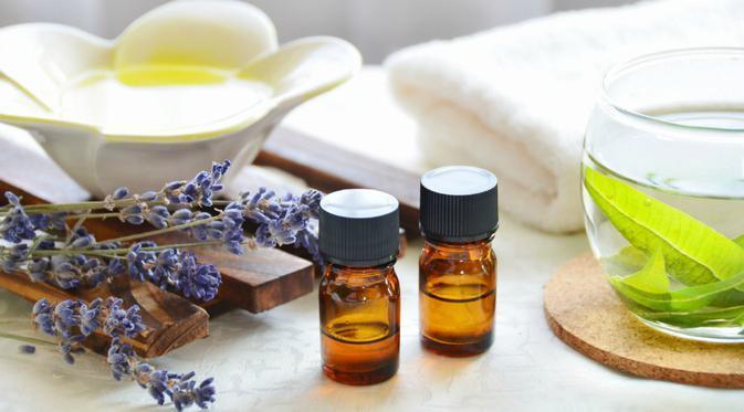 Selain wanginya yang menenangkan, minyak lavender juga bermanfaat untuk perawatan wajah maupun kecantikan.