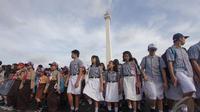 Para pelajar ikut hadir dalam memperingati upacara Hari Bela Negara, Jakarta  (19/12/2014). (Liputan6.com/Faizal Fanani)