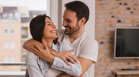 Jauhkan hubunganmu dengan suami dari kehambaran, ini 7 tipsnya.