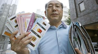 Tak Keluarkan Uang, Pria Ini Hidup dari Voucher Selama 36 Tahun