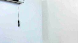 Foto yang dirilis Kantor Grand Ayatollah Ali al-Sistani menunjukkan pertemuan Paus Fransiskus dan ulama Syiah Ayatollah Ali al-Sistani di Najaf, Irak, Sabtu (6/3/2021).  Kedatangan Paus Fransiskus ke Najaf adalah untuk mengirimkan pesan agar hidup berdampingan secara damai. (AP Photo/HO)