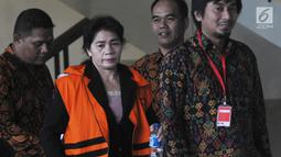 Hakim Adhoc Tipokor PN Medan Merry Purba usai menandatangani berkas P21 tahap 2 di Gedung KPK, Jakarta, Rabu (26/12). Merry akan menjalani sidang terkait kasus dugaan menerima suap putusan perkara di PN Medan. (Merdeka.com/Dwi Narwoko)