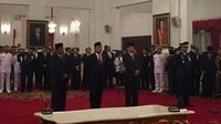 Presiden Jokowi lantik Moeldoko, Idrus Marham, Agum Gumelar dan Marsdya Yuyu Sutisna (Liputan6.com/Lizsa Egeham)