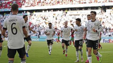 Tim Jerman merayakan gol kedua ke gawang Portugal pada pertandingan grup F Euro 2020  di Allianz Arena, Munich, Sabtu (19/6/2021). Jerman menang telak atas Portugal dengan skor 4-2. (AP Photo/Matthias Schrader, Pool)