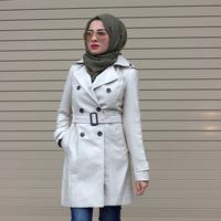Tips memadupadankan busana dengan sentuhan long coat untuk para hijabers. (Image: Pinterest)