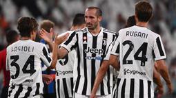 Giorgio Chiellini. Musim 2021/2022 ini adalah musim ke-17 bagi gelandang Italia berusia 36 tahun ini bersama Juventus. Berbagai trofi bergengsi telah diraihnya. Meski telah memperbarui kontraknya untuk 2 tahun pada awal musim ini, namun diprediksi akan pensiun pada 2022. (AFP/Marco Bertorello)