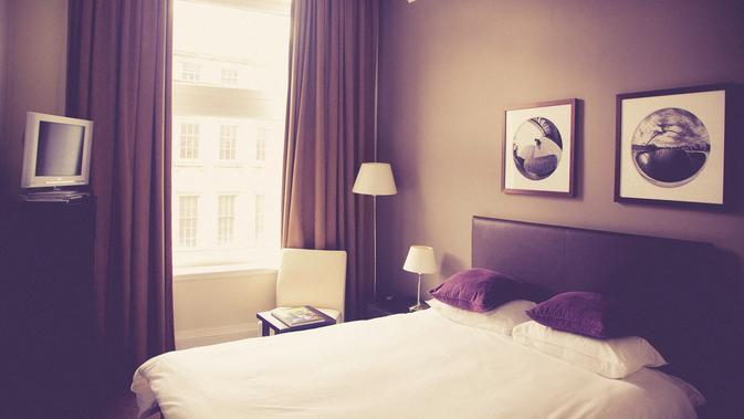 Ilustrasi tempat tidur hotel. (dok. Unsplash.com/Markus Spiske @markusspiske)