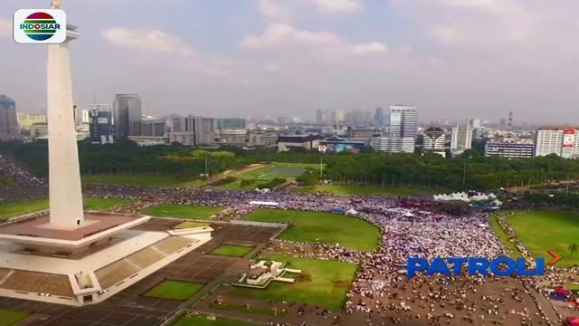 Ribuan umat Islam menggelar aksi bela Palestina untuk menuntut pembebasan Baitul Maqdis di Monas, Jakarta pusat.