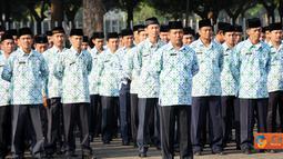 Citizen6, Jakarta:  Walaupun dalam suasana menjalankan ibadah puasa upacara peringatan HUT ke-66 Kemerdekaan RI di Mabes TNI tetap berjalan dengan khidmad. (Pengirim: Badarudin Bakri)
