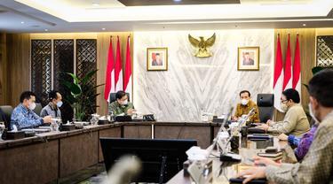 Menteri Koordinator Bidang Perekonomian Airlangga Hartarto menerima kunjungan jajaran Ombudsman di kantor Kemenko Perekonomian, Selasa 18 Mei 2021. Dok Kemenko