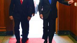 Menhan RI Ryamizard Ryacudu disambut Menhan AS James N. Mattis saat kunjungan kehormatan dan pertemuan bilateral Indonesia-AS di markas besar Angkatan Bersenjata AS, Pentagon Washington D.C, (29/8). (Liputan6.com/HO/Juli Syawaludin/Kemhan)