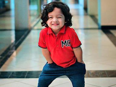 Pemilik nama lengkap Arsya Akbar Pemuda Hermansyah ini selalu sukses menghibur netizen dengan tingkahnya yang lucu. (Liputan6.com/IG/@arsya.hermansyah)