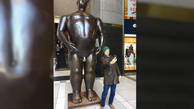 Patung Adam di New York City. (Sumber Reddit)