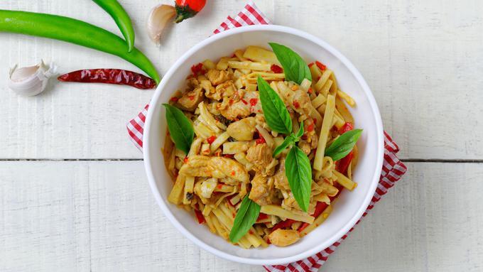 Resep Tumis Rebung Daging Ayam Pedas Lifestyle Fimela Com