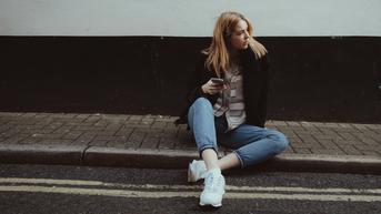 Cek, Ini 4 Inspirasi Outfit Pakai Celana Jeans yang Cocok untuk Berbagai Kegiatan