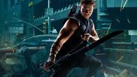 Desain kostum baru Hawkeye di Avengers: Age of Ultron berbentuk jaket berlengan panjang.