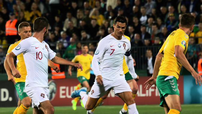 Cristiano Ronaldo borong empat gol saat Portugal lawan Lithuania (AFP)