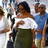 Gaya busana liburan Michelle Obama di Italia (Foto: Dok. US Magazine)