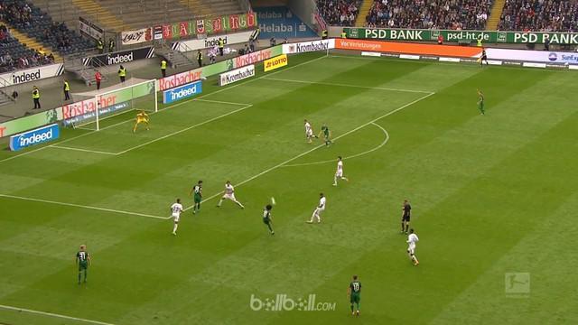 Berita video highlights Bundesliga 2017-2018 antara Eintracht Frankfurt melawan Augsburg dengan skor 1-2. This video presented by BallBall.