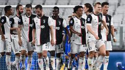 1. Juventus (kebobolan 0,82 gol per laga) - Juventus tercatat diperkuat dengan bek-bek tangguh serta kiper berkualitas. Juventus mampu menjadi tim dengan catatan kebobolan paling sedikit pada abad ke-21. (AFP/Marco Bertorello)