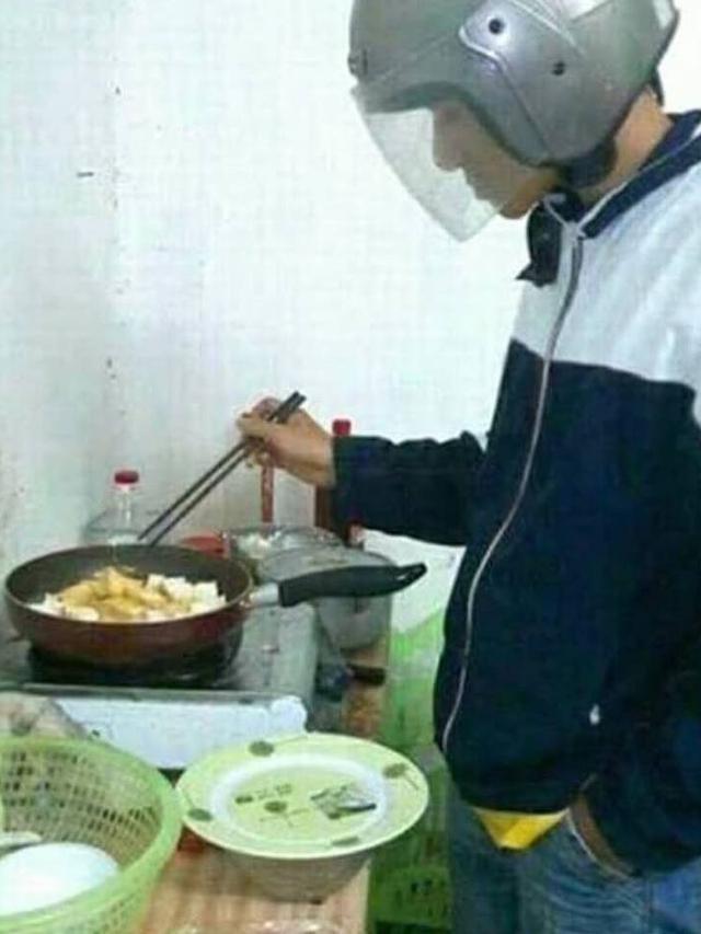6 Potret Kocak Saat Cowok Masak di Dapur, Ngakak tapi Kreatif