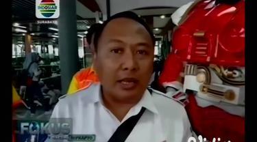 Menyikapi ditemukannya penderita virus corona atau Covid-19 di Indonesia, PT KAI Daop 8 Surabaya mengoperasikan kereta kesehatan atau Rail Clinic 2020 di lintas Mojokerto-Surabaya-Bojonegoro.