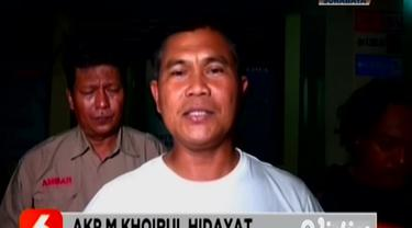 Komplotan pembobol minimarket Alfamart antar provinsi diringkus Satreskrim Polres Ngawi. Tiga orang diringkus dan dua di antaranya ditembak di bagian kaki karena melawan.