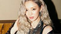 Dilansir dari Koreaboo, Hyoyeon mengaku masih canggung ketika berhadapan dengan leader idol grup SNSD tersebut. (Allkpop)