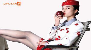 Apel ini dijual dengan harga selangit karena telah dicium oleh pramugari cantik dan seksi.