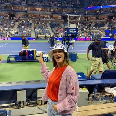 Nonton Tenis di New York, Cardigan Bolong Luna Maya Jadi Sorotan