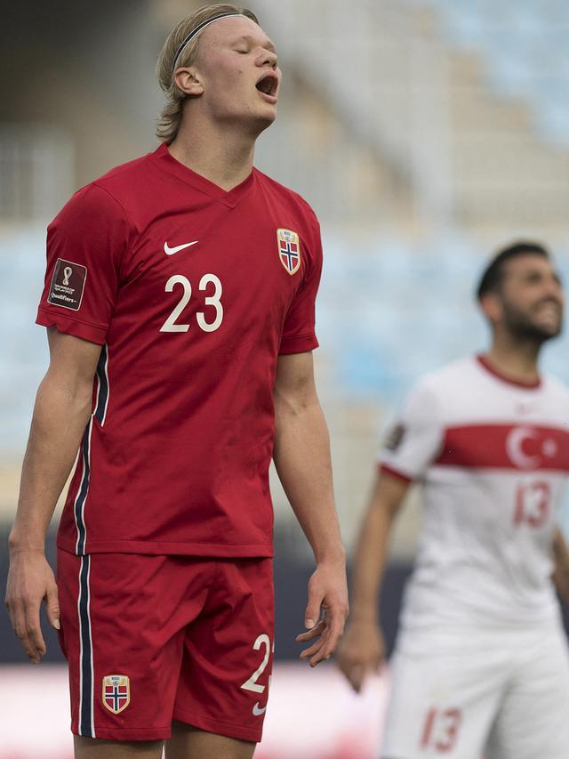 Kekesalan pemain Norwegia Erling Haaland (AFP/Jorge Guerrero)