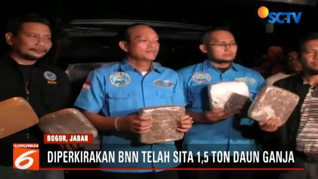 Daun ganja 500 kilogram yang disembunyikan di dalam truk box ini merupakan pengembangan dari pengungkapan dan penyitaan daun ganja di Bandara Soekarno Hatta, Tangerang, Banten, beberapa waktu lalu.