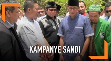 Sandiaga Uno berziarah ke makam pendiri Muhammadiyah, KH Ahmad Dahlan, saat berkunjung ke Yogyakarta.