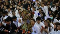 Wali Kota Risma membakar semangat para peserta kejar paket di Surabaya. (Liputan6.com/ Dian Kurniawan)